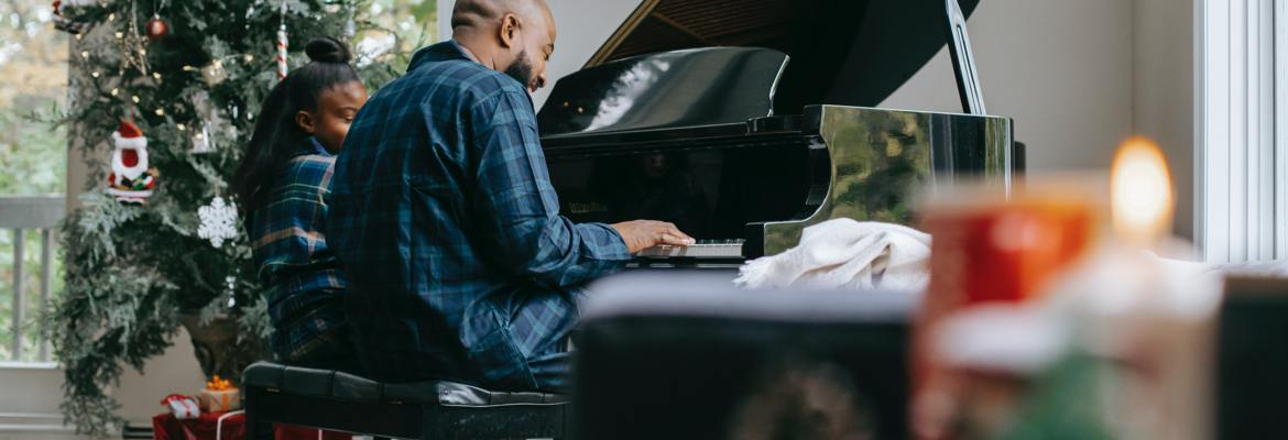 Playing the piano with your child