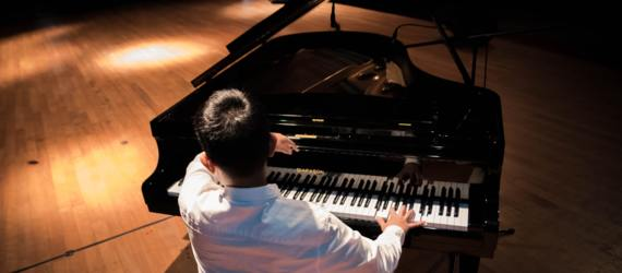 How Can Piano Teachers Deal with the Current Situation of COVID-19
